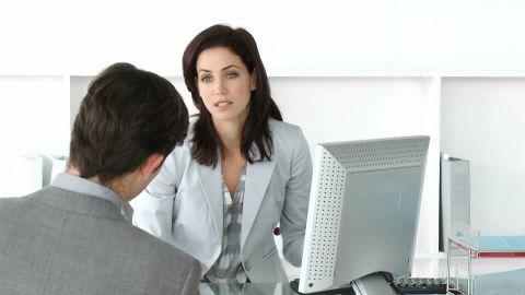 813222869-job-interview-recruitment-adviser-briefing-1